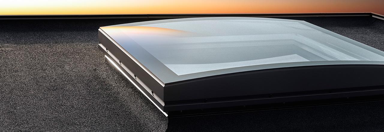 velux flachdach fenster mit konvex glas design und funktion in einer einzigen kurve. Black Bedroom Furniture Sets. Home Design Ideas