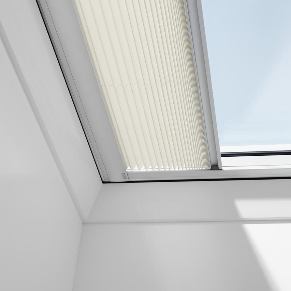 hitzeschutz markisette f r velux flachdachfenster. Black Bedroom Furniture Sets. Home Design Ideas