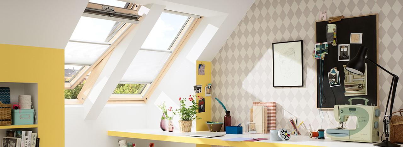 Ventanas para techo inclinado velux m s luz natural y for Puertas que abren hacia afuera