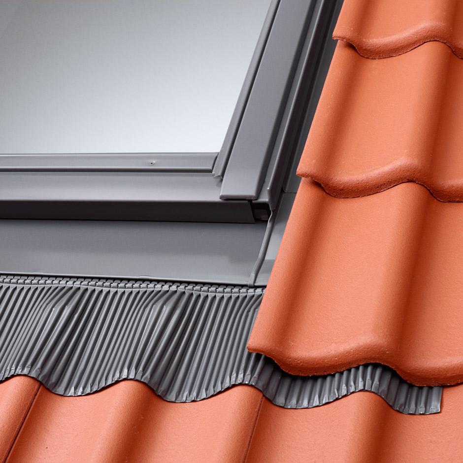 Dachfenster einbauen blechdach  Abdichtung von Dachfenstern mit Eindeckrahmen | VELUX