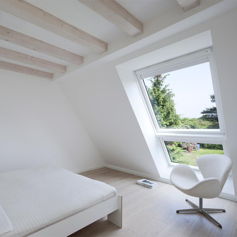 velux lichtband licht luft ausblick unterm dach. Black Bedroom Furniture Sets. Home Design Ideas