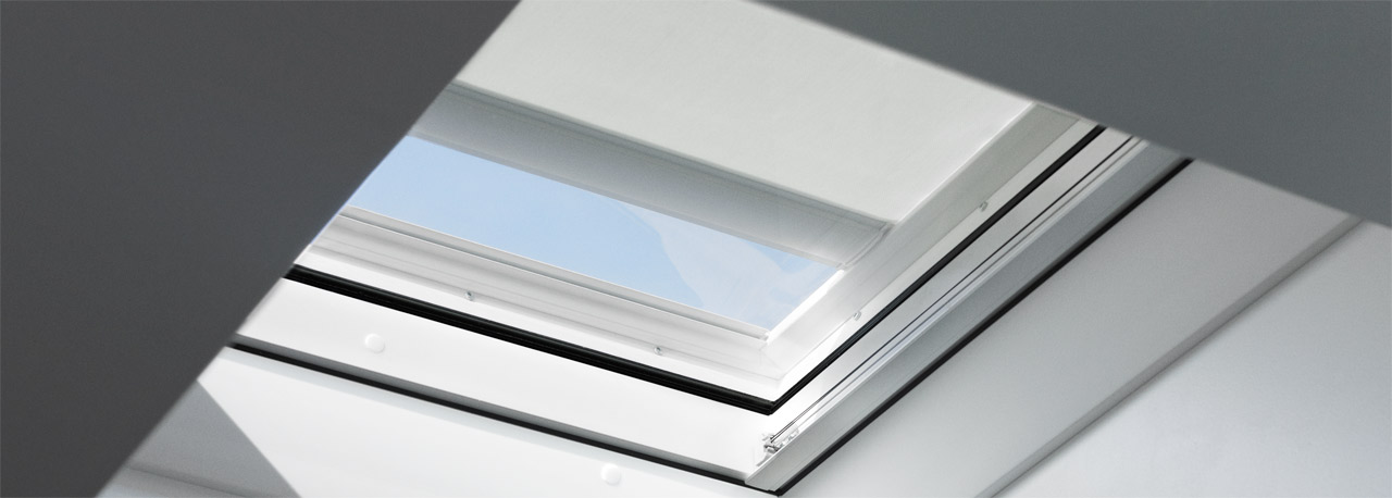 Flachdach fenster velux  Flachdachfenster Markise für den Hitzeschutz | VELUX