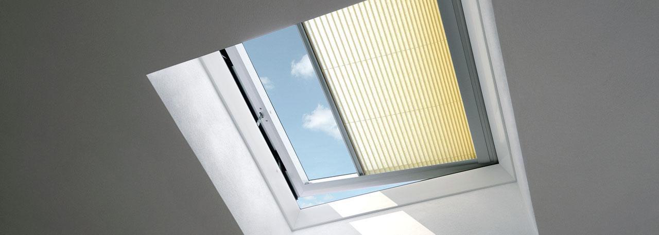 Tende filtranti plissettate per finestre per tetti piani velux - Prezzi velux finestre per tetti ...