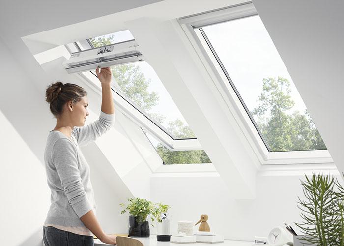 Finestre per tetti velux manuali comoda apertura grazie alla nuova barra di manovra e ventilazione - Aprire una nuova finestra ...