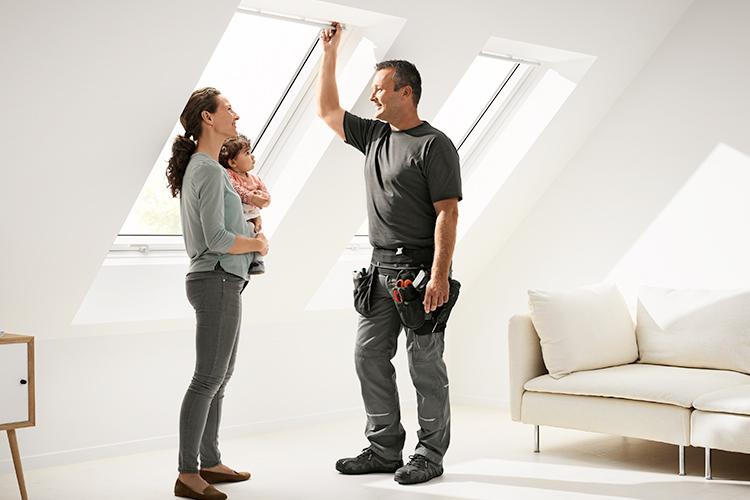 Finestre per tetti velux integra programmabili e for Montaggio velux