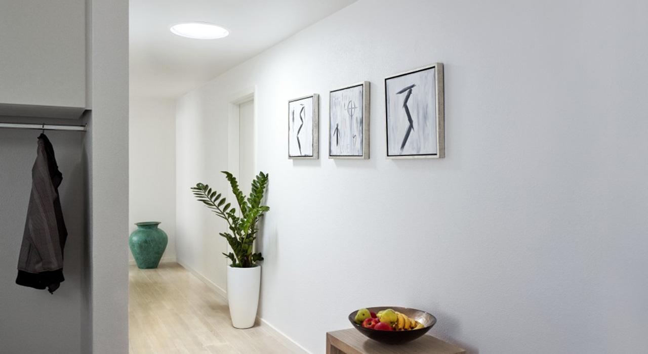 Id es pour corridors escaliers avec fen tres de toit velux - Idee decoratie interieur corridor ...
