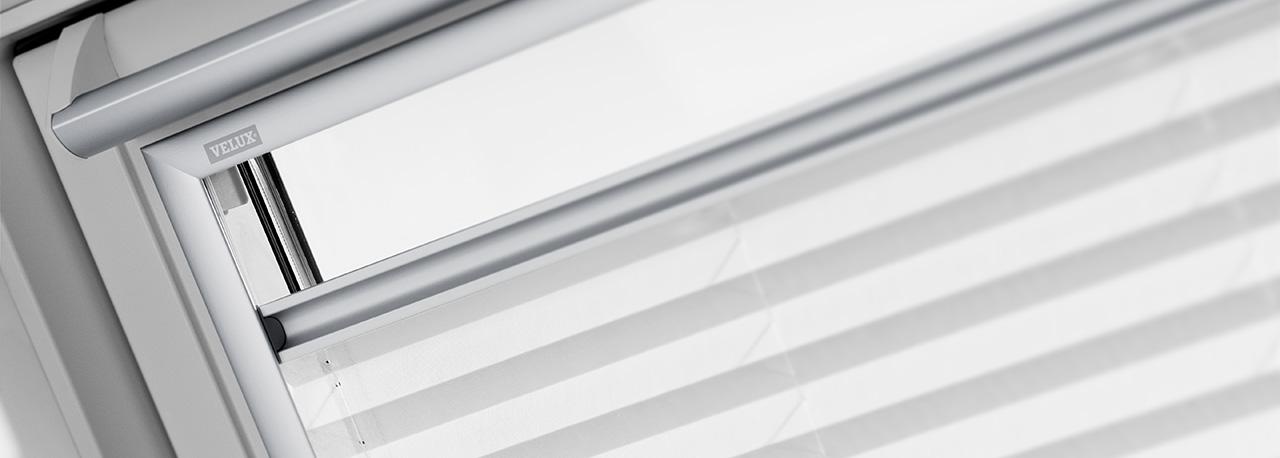 store pour fenêtre de toit velux dans une salle de bain | trouvez ... - Store Velux Salle De Bain