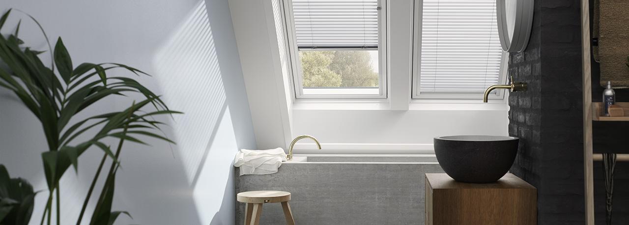 store pour fenêtre de toit velux dans une salle de bain | trouvez ... - Velux Pour Salle De Bain