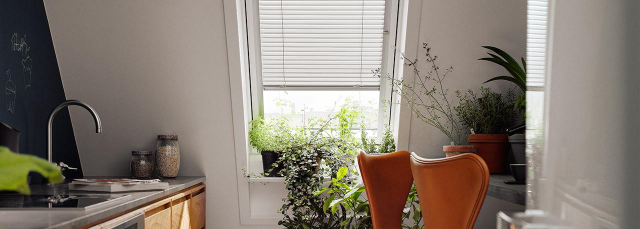Tende alla veneziana velux regolazione netta di luce e ombra for Velux finestre assistenza