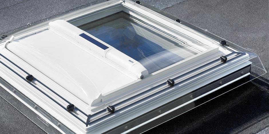 Flachdach fenster velux  Elektrische VELUX Flachdach-Fenster – Mit Fernbedienung