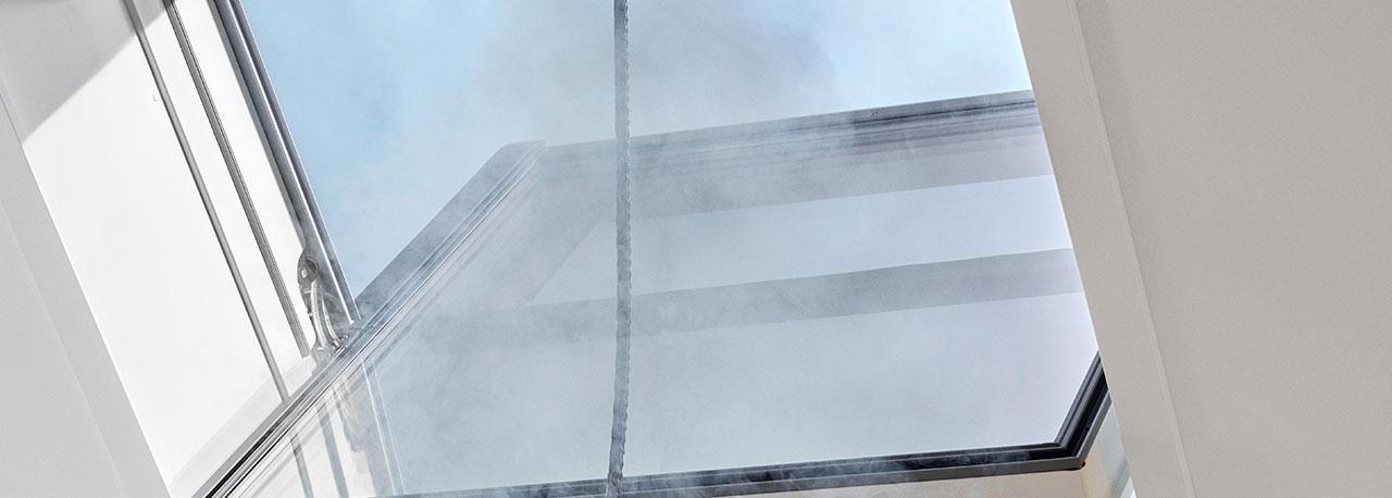 Finestre per tetti velux per l 39 evacuazione di fumo e calore for Tapparelle velux prezzi