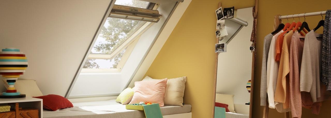 Finestre con apertura a bilico velux vista libera for Velux shop finestre