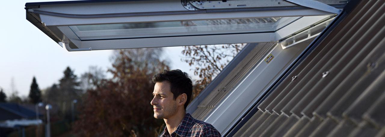 Fen tres de toit velux fen tre de toit pivotante for Remplacer une fenetre de toit
