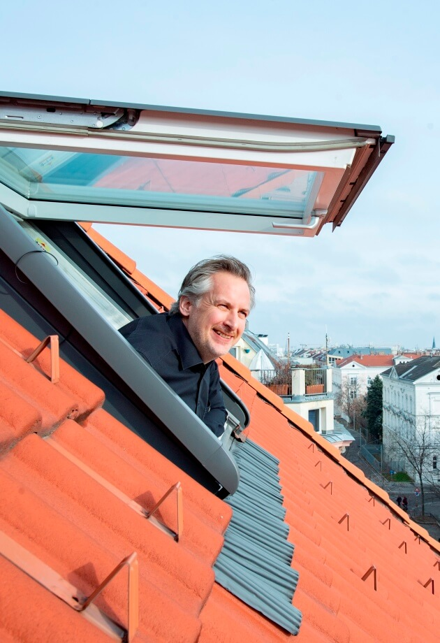 VELUX Homestory Dachgeschosswohnung Loft Dachfenster Smart Home