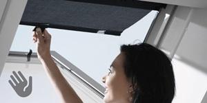 Markizė stogo langui rankinis valdymas
