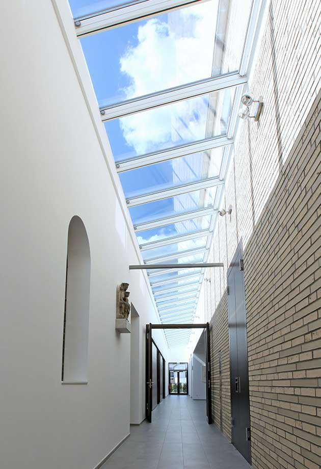 Rooflight solution with Wall-mounted Longlight 5-45˚ modules, Kirche Erkelenz, Germany