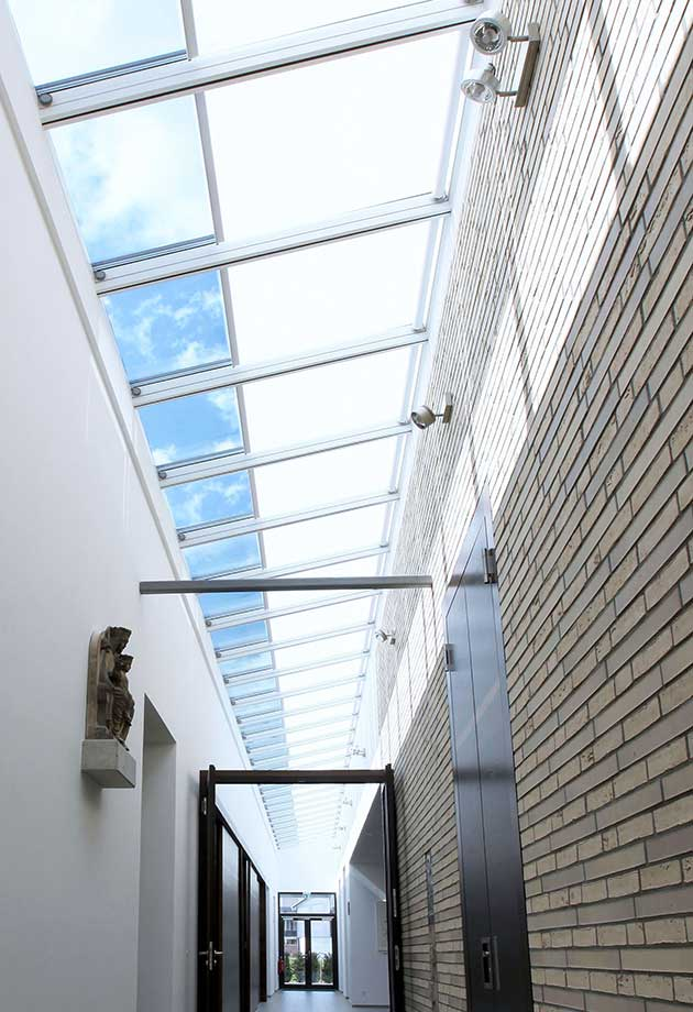 Rooflight solution with Wall-mounted Longlight 5-45˚ modules with white roller blinds, Kirche Erkelenz, Germany