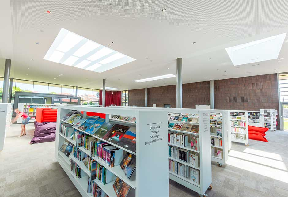 Interior view of the light contribution by Ridgelight and Longlight skylights, Lezoux Media Library, France
