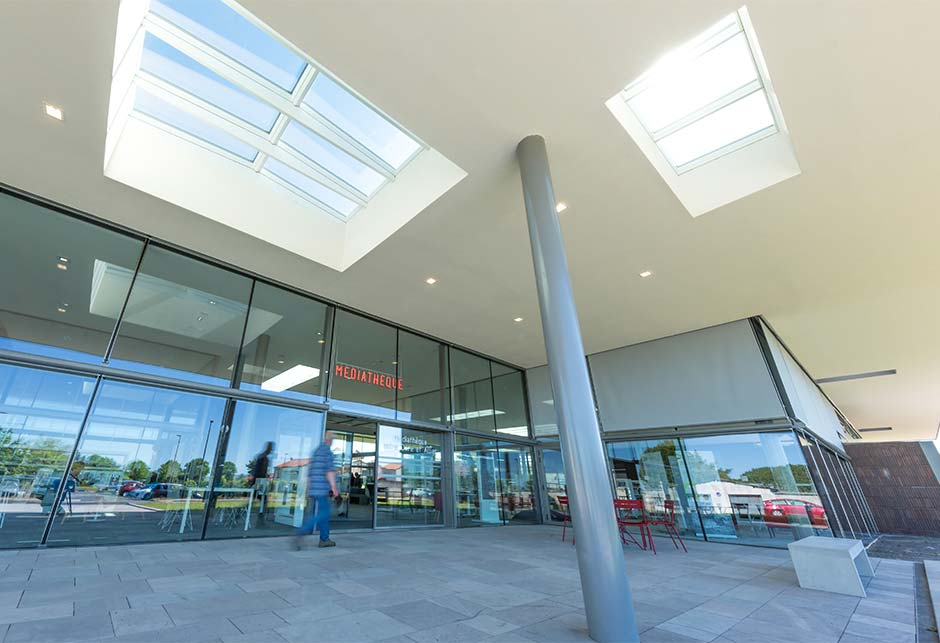 Combination of two VELUX Ridgelight and VELUX Longlight skylight solutions at the Lezoux Media Library, France