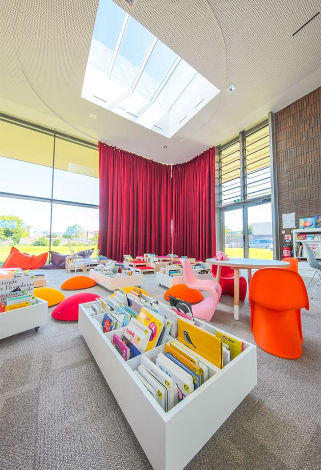 Ridgelight and Longlight skylight solution at the Lezoux Media Library, France