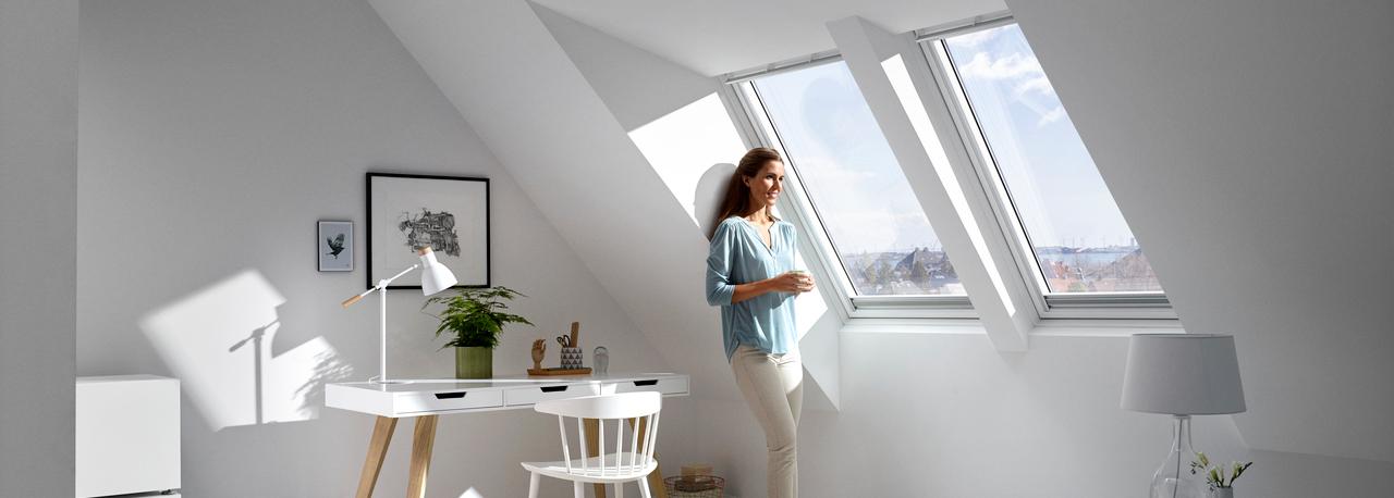 velux schwingfenster praktisch und leicht bedienbar. Black Bedroom Furniture Sets. Home Design Ideas