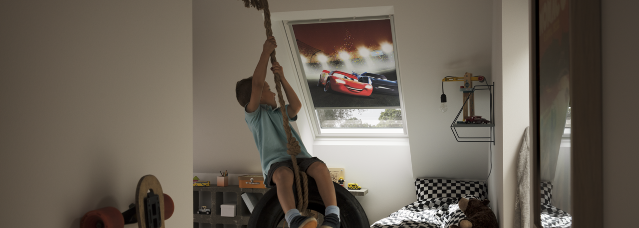 velux dachfenster rollos jalousien plissees markisetten und rolll den. Black Bedroom Furniture Sets. Home Design Ideas