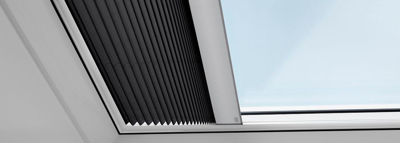 velux store pliss pour fen tre de toit plat. Black Bedroom Furniture Sets. Home Design Ideas