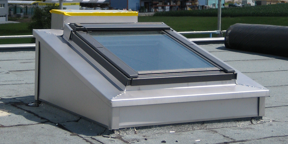 Finestre per tetti piani velux economiche e ad for Finestre tipo velux prezzi