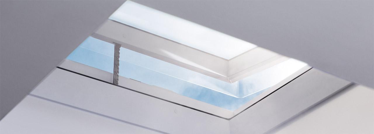 Sistema per l evacuazione del fumo per tetti piani velux for Velux finestre tetti piani
