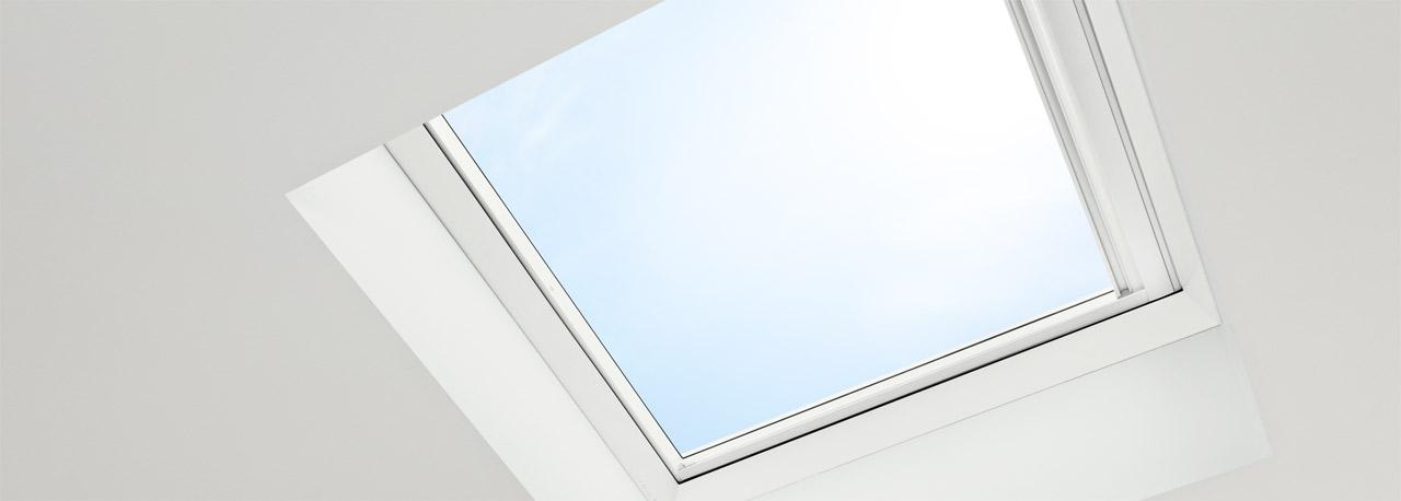 Finestre per tetti piani velux economiche e ad for Velux finestre assistenza