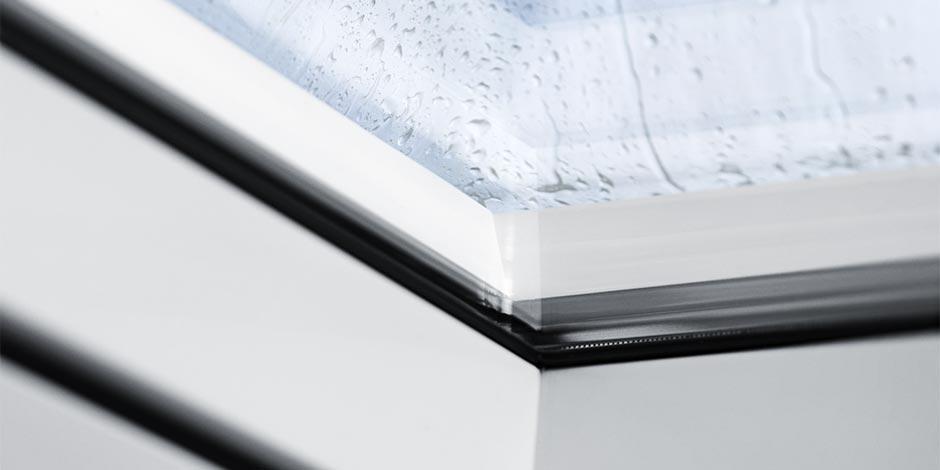 Finestre per tetti piani velux con vetrata piana luce e for Velux tetto piano