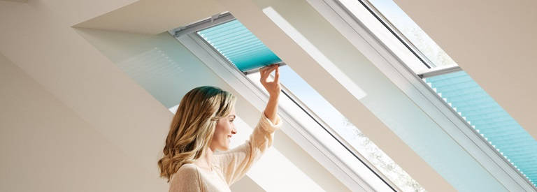 VELUX Plissee und Faltstores für Dachfenster | VELUX