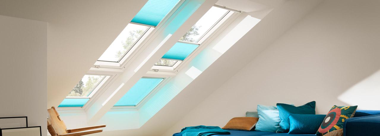velux dachfenster rollos jalousien plissees markisen und rolll den. Black Bedroom Furniture Sets. Home Design Ideas