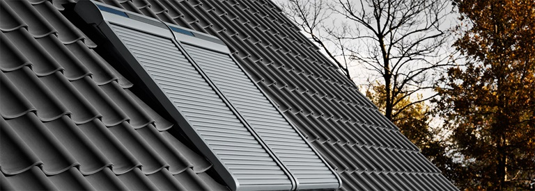 Hervorragend Elektrische Rollläden und Sonnenschutz für Ihr Dachfenster | VELUX AS81