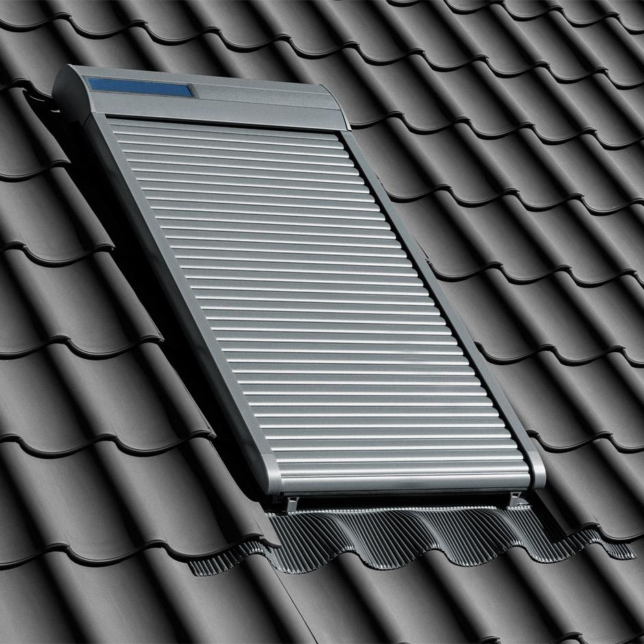 Solarbetrieben. Solarbetriebene VELUX INTEGRA® Rollläden ...