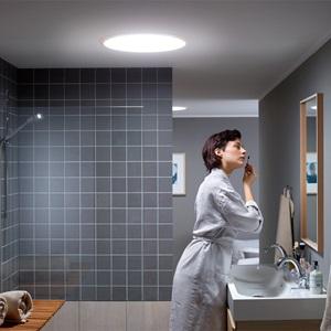 VELUX Tageslichtspots (Tageslichtlampen) bringen natürliches Licht in fensterlose Räume