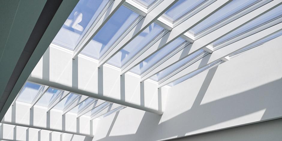 fen tre de toit velux store volets roulant conduit de. Black Bedroom Furniture Sets. Home Design Ideas