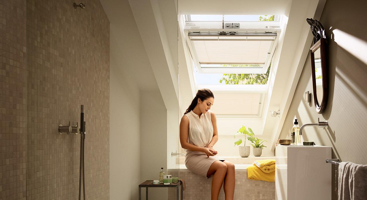 salle de bains - photos d'inspiration pour aménager les fenêtres ... - Store Velux Salle De Bain