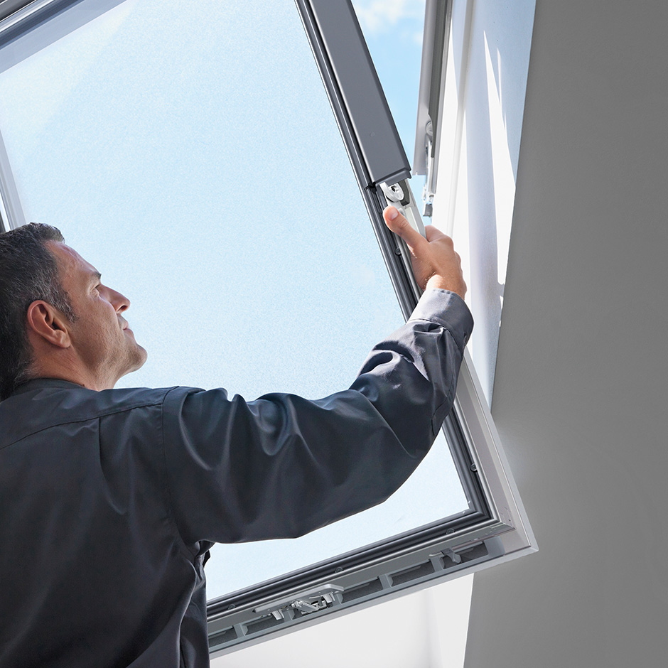 Velux skylights low pitch skylights roof windows sun for Cleaning velux skylights