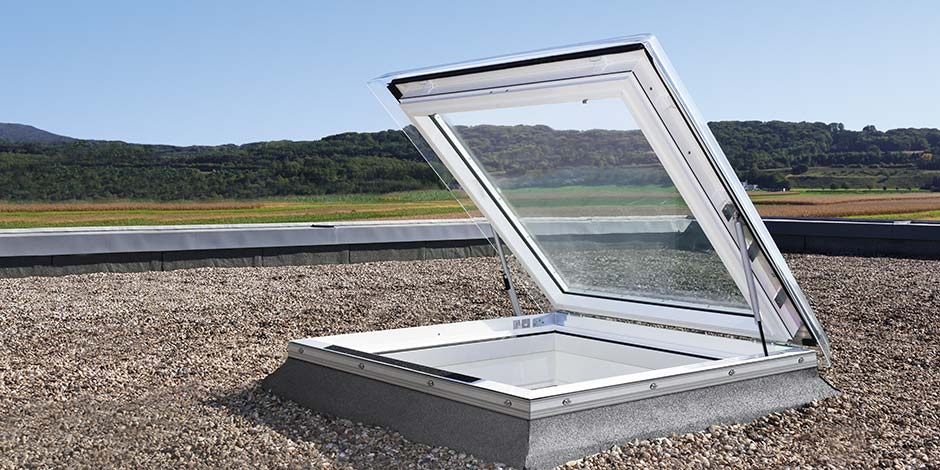 Finestra per tetti piani velux per l 39 evacuazione di fumo e calore con cupola - Costo finestra velux tetto ...