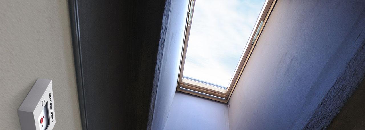 Finestre per tetti velux per l 39 evacuazione di fumo e calore for Finestre x tetti