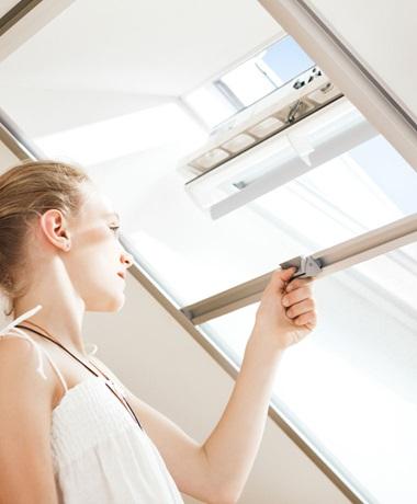 fliegengitter f r ihr dachfenster velux. Black Bedroom Furniture Sets. Home Design Ideas