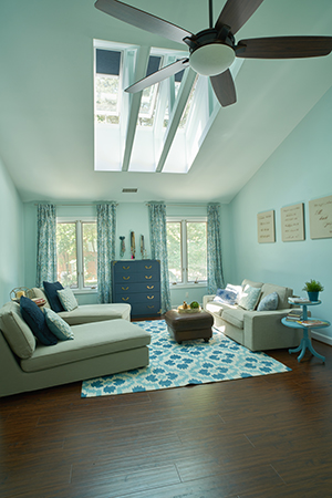 Living room with VELUX blinds